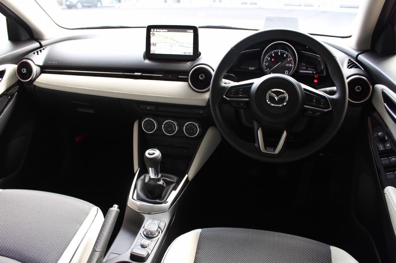 マツダ・デミオの内装は「大人の上質さ」がテーマ | Mazda Demio 0 Clicccar Com クリッカー