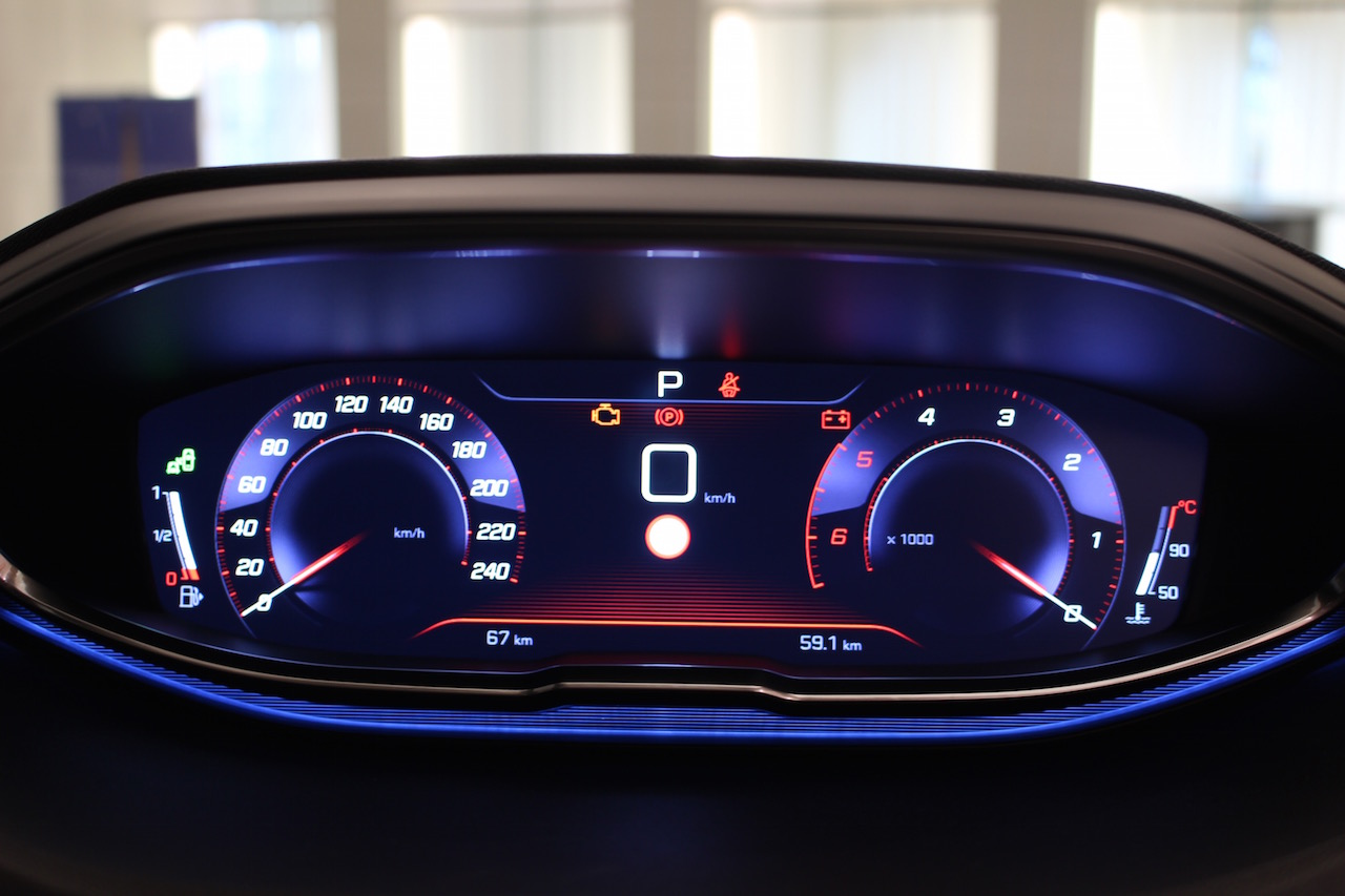 「【新型プジョー3008】VWティグアンがライバルのCセグメント派生SUVが公開」の4枚目の画像
