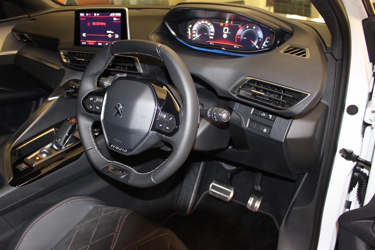 「【新型プジョー3008】VWティグアンがライバルのCセグメント派生SUVが公開」の14枚目の画像