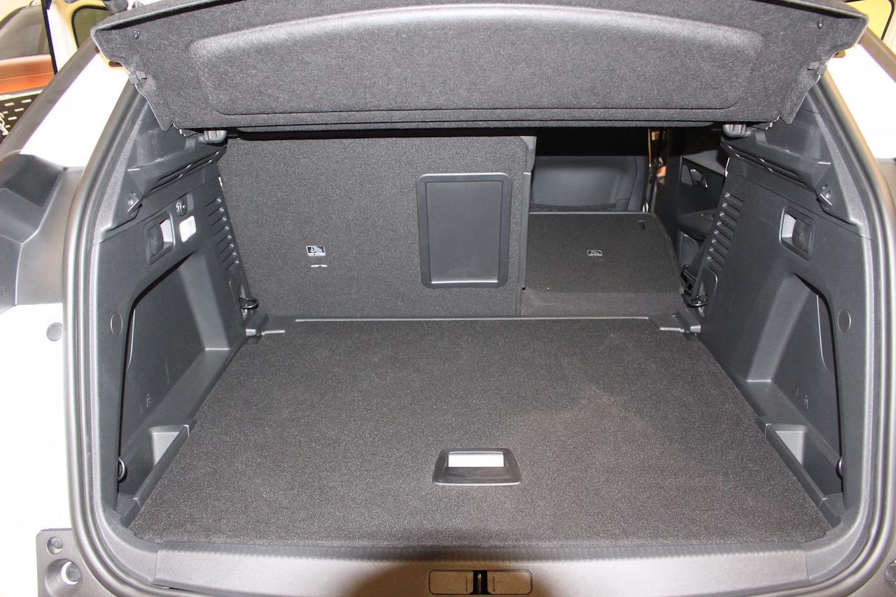 「【新型プジョー3008】VWティグアンがライバルのCセグメント派生SUVが公開」の3枚目の画像