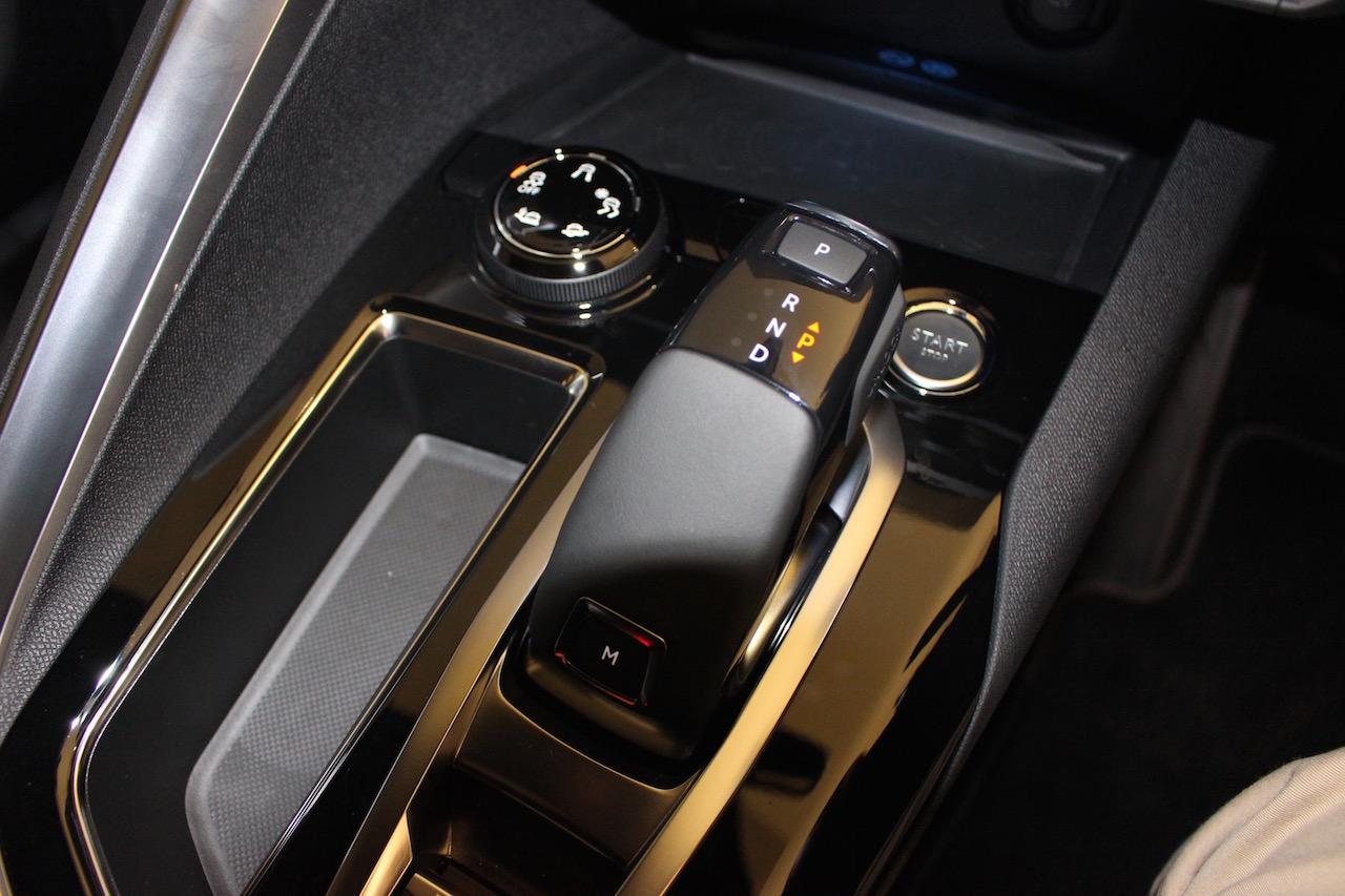 「【新型プジョー3008】VWティグアンがライバルのCセグメント派生SUVが公開」の5枚目の画像