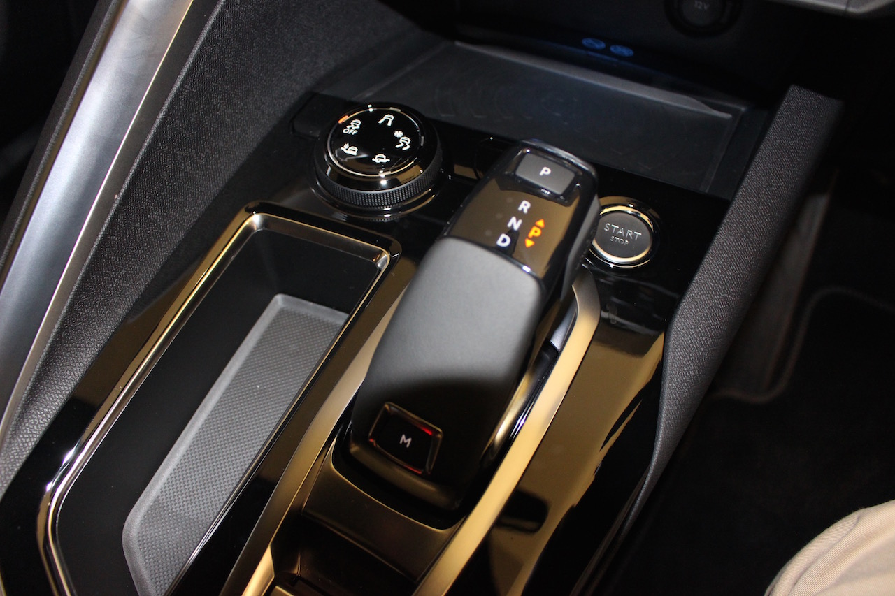 「【新型プジョー3008】VWティグアンがライバルのCセグメント派生SUVが公開」の13枚目の画像