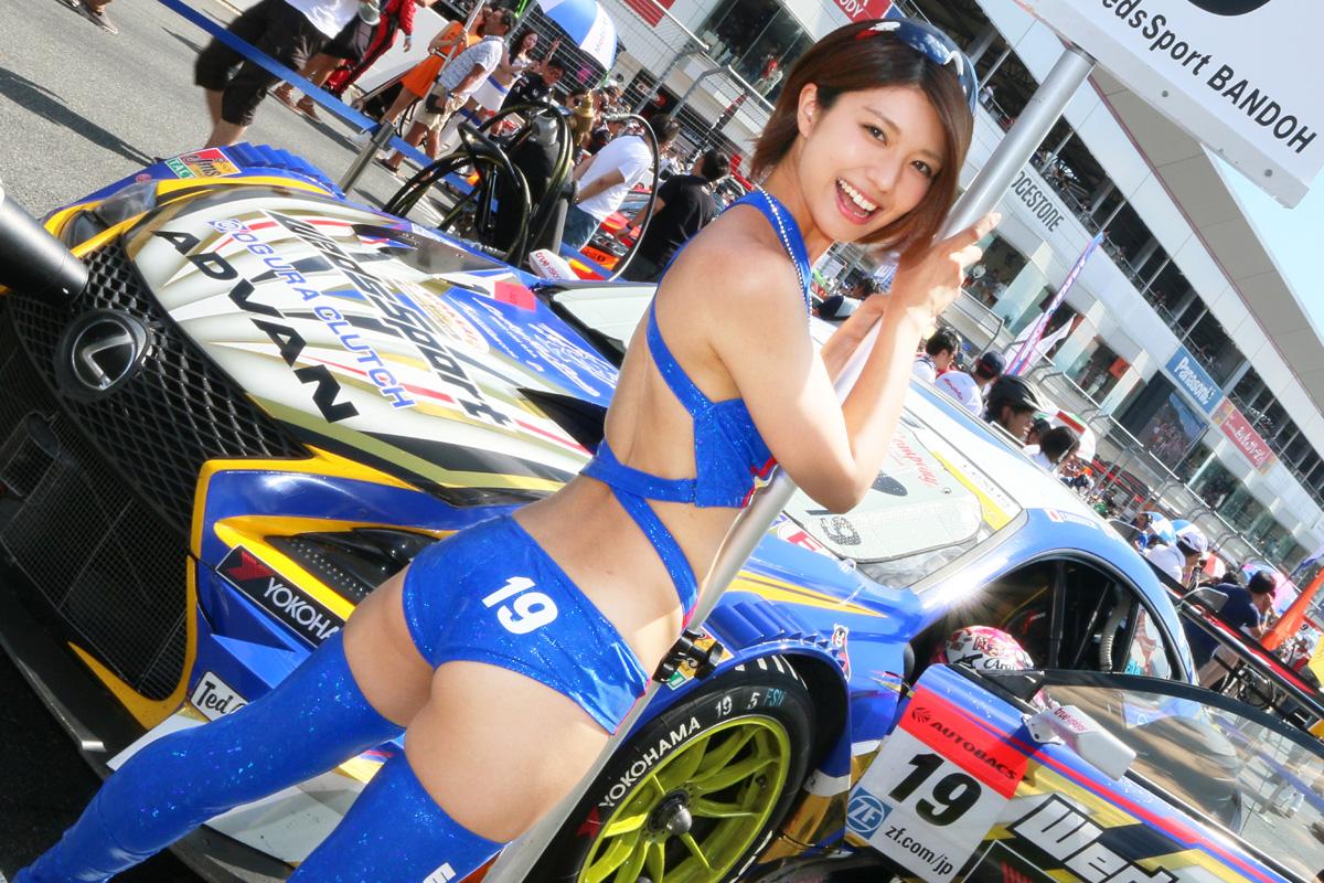【東京オートサロン2017】日本レースクイーン大賞・clicccar賞の「伝説」を実現した藤木由貴ちゃん、さらなる快挙も達成!