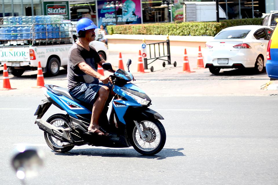 「安全意識の高そうなライダーは1割も居ない感じ。タイへ行ってバイク事情を見て体験してきた!【海外バイク旅行記 Vol.3】」の8枚目の画像
