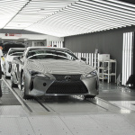 「製品から作品へ」1日に48台と少量生産が行われるレクサスLC500、LC500hのファイナルアッセンブリーラインは他のトヨタ車とどう違う? - MOR_4251
