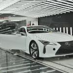 「製品から作品へ」1日に48台と少量生産が行われるレクサスLC500、LC500hのファイナルアッセンブリーラインは他のトヨタ車とどう違う? - MOR_4290