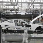 「製品から作品へ」1日に48台と少量生産が行われるレクサスLC500、LC500hのファイナルアッセンブリーラインは他のトヨタ車とどう違う? - MOR_4293