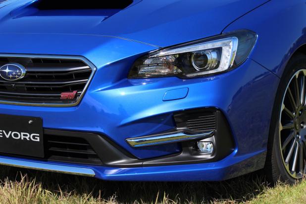 今夏にマイナーチェンジを受けるレヴォーグとWRX S4。写真のレヴォーグSTI  SPORTは、ヘッドライトやフォグランプまわりなどが変わり、精悍さを増している印象を受け
