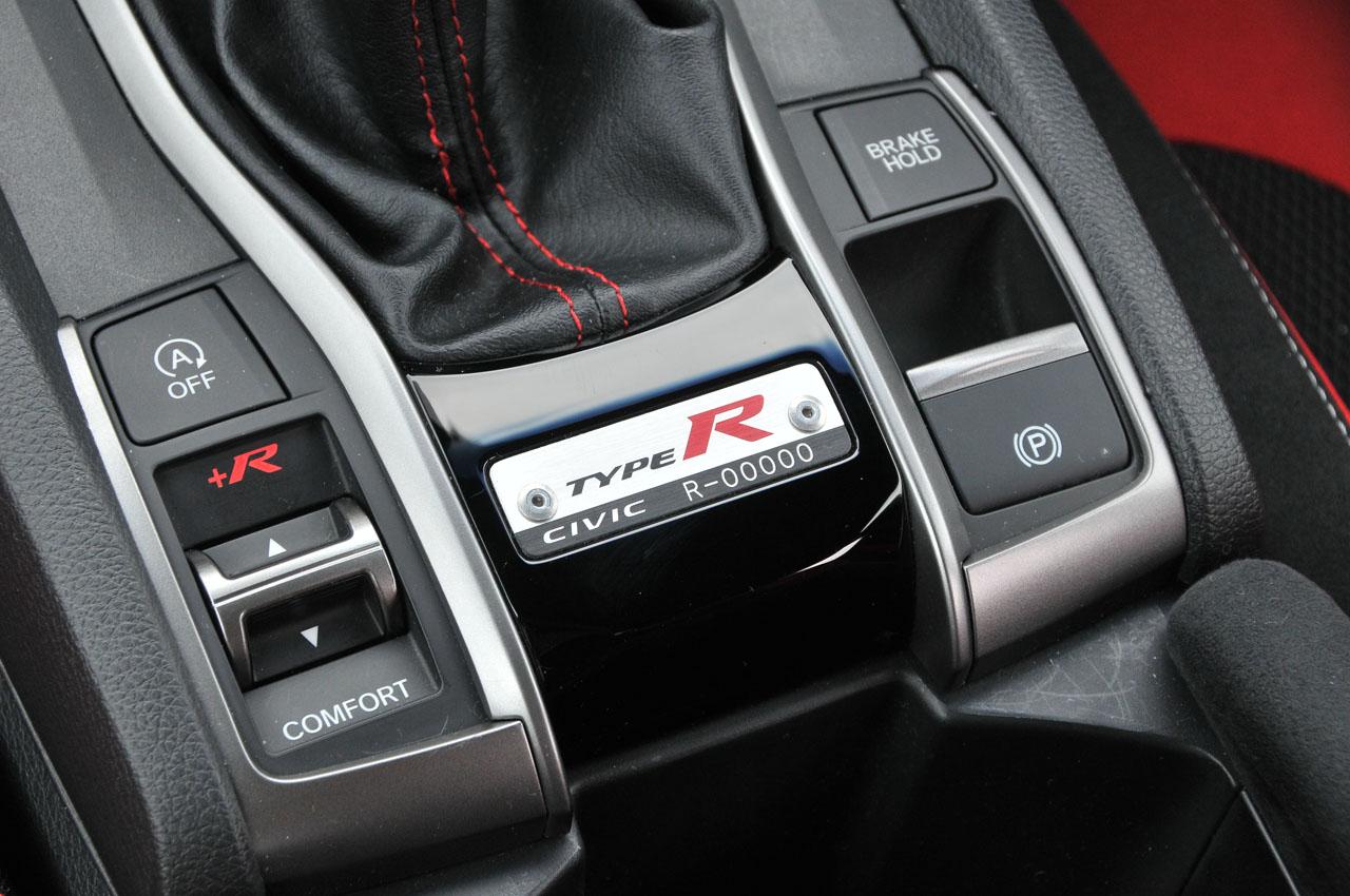 「ついに乗った新型シビック・タイプR!今度のRは速いだけでなく快適だ【シビックタイプR試乗】」の14枚目の画像