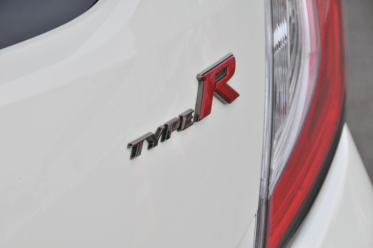「ついに乗った新型シビック・タイプR!今度のRは速いだけでなく快適だ【シビックタイプR試乗】」の15枚目の画像