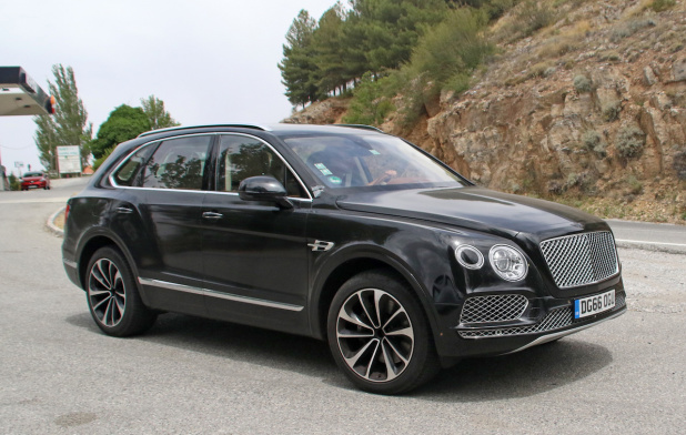 Bentley bentayga hybrid 10 20170719130647 618x392