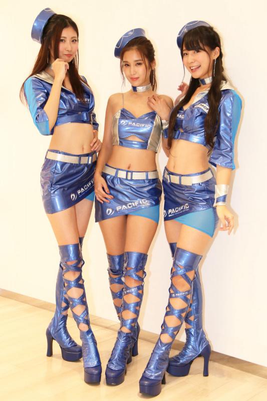 ブルー衣装のレースクイーン達