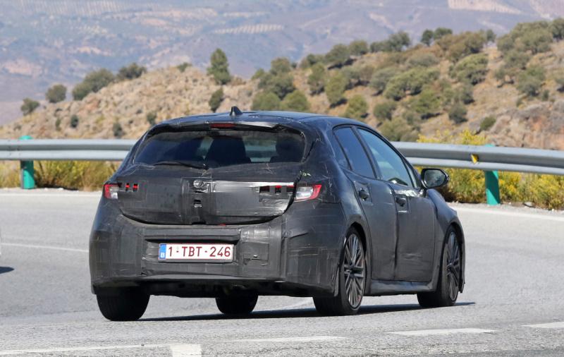Toyota-Auris-10-20171011143457-800x506.j