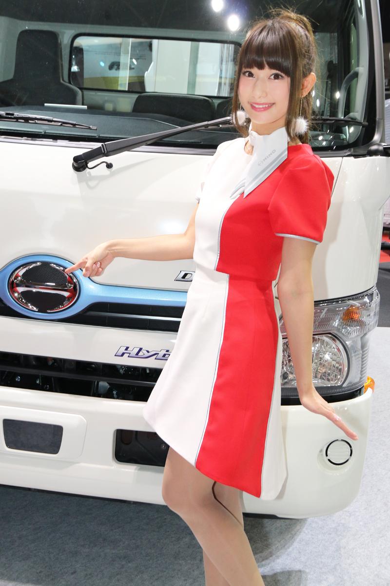 「【東京モーターショー2017】女性目線のコンパニオンファッションチェック・その1」の14枚目の画像