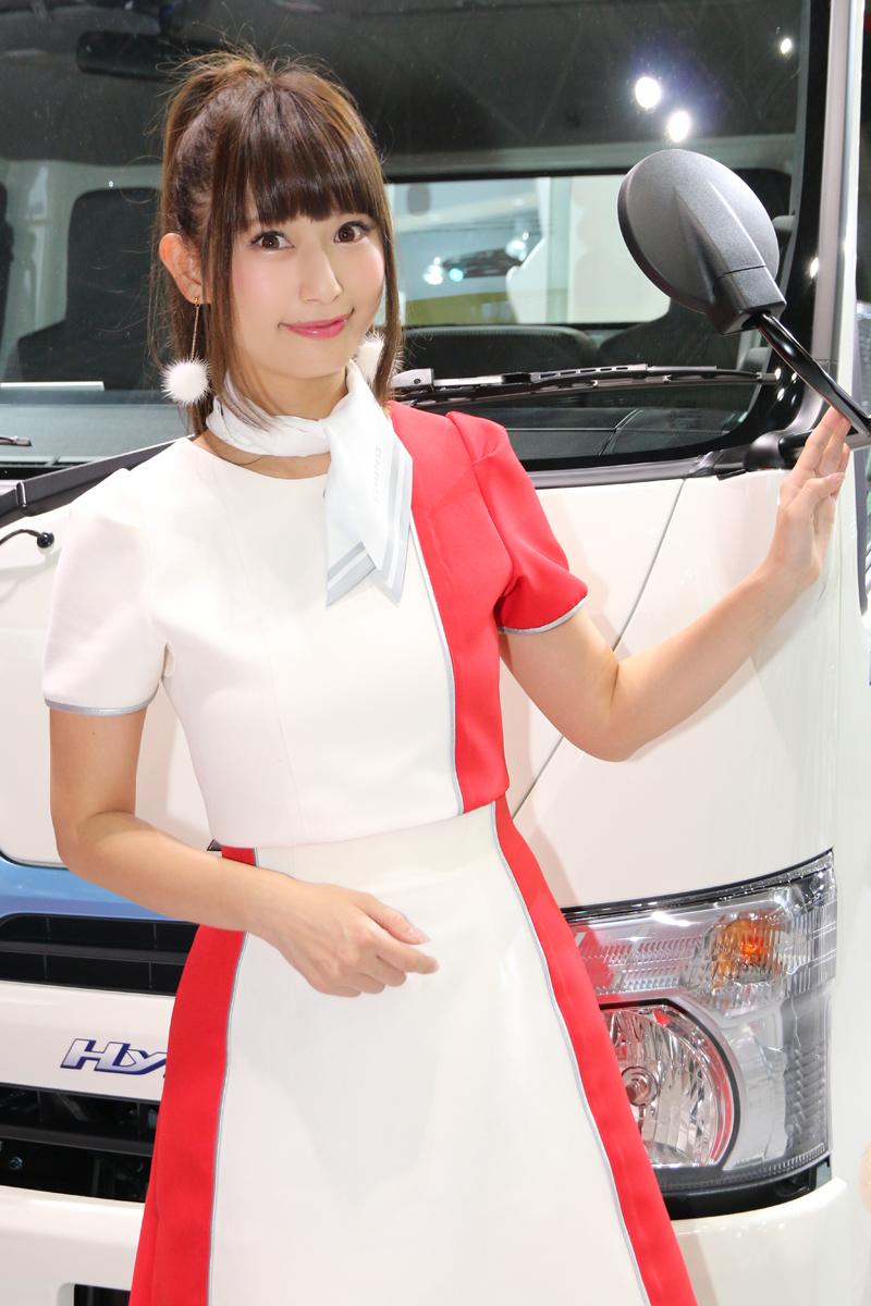 「【東京モーターショー2017】女性目線のコンパニオンファッションチェック・その1」の15枚目の画像