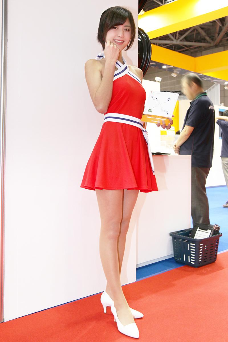 「【東京モーターショー2017】女性目線のコンパニオンファッションチェック・その1」の18枚目の画像