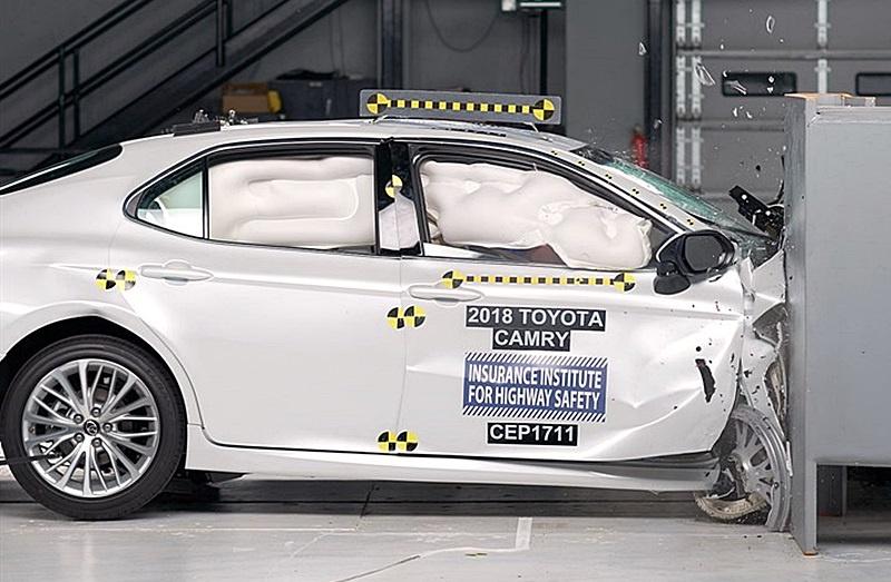 米 iihs衝突試験で新型カムリ インプレッサなどの日本車が最高評価を