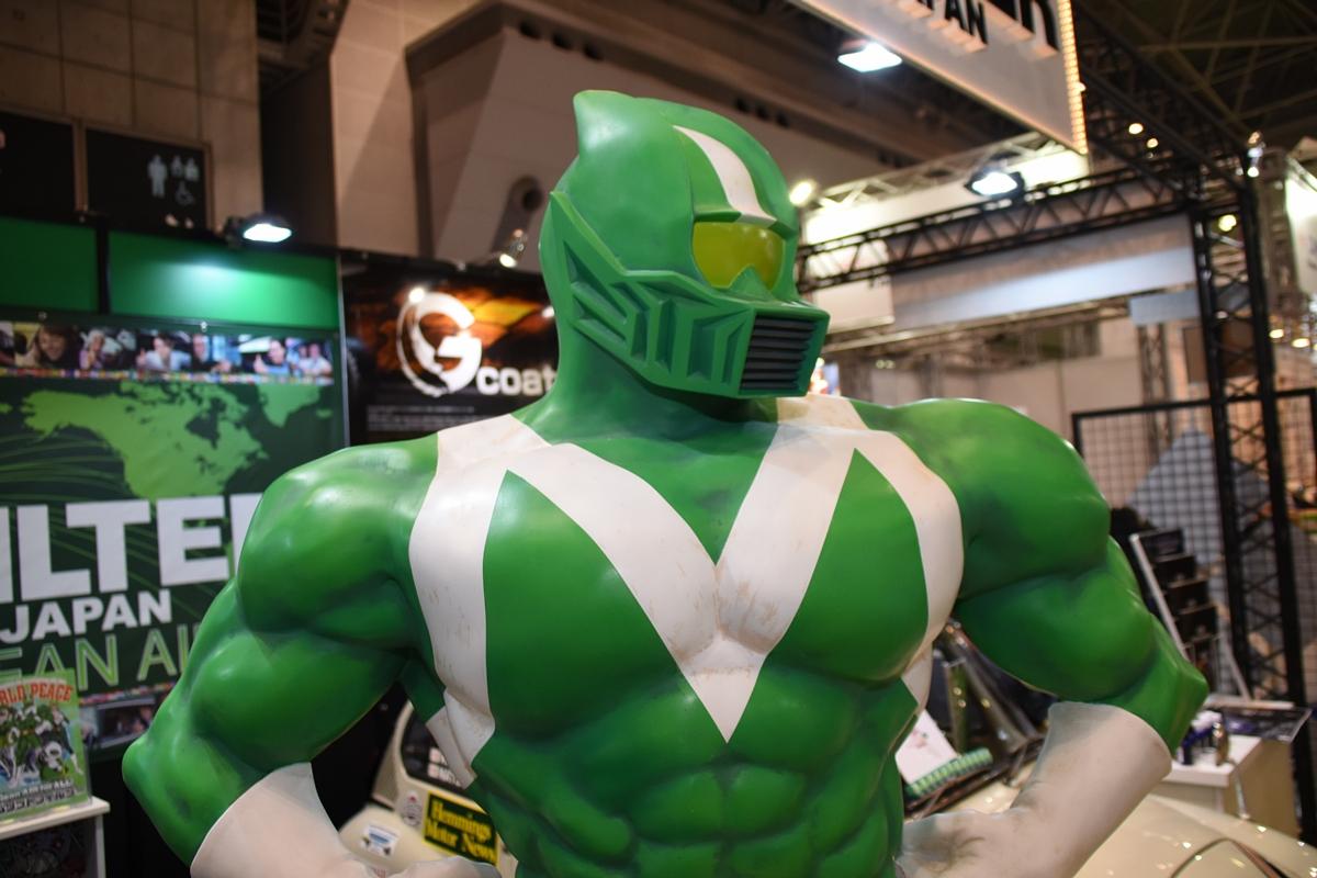 「国際オートアフターマーケットEXPO2018に実物大のエムリットマンが登場」の3枚目の画像