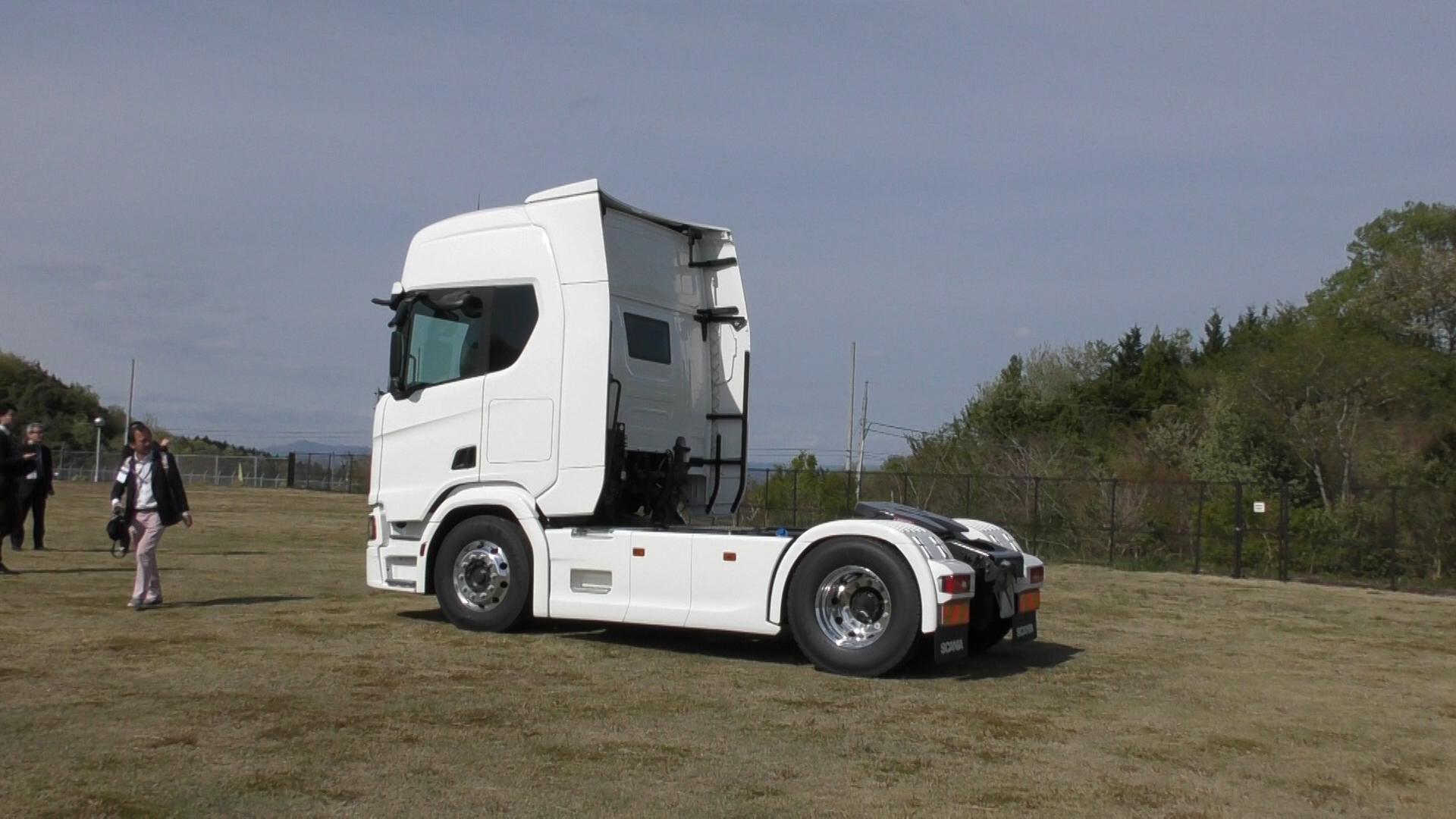 「大型トラックは運転席を丸ごと前倒しできるって知ってました?【新型スカニア・R450】」の12枚目の画像