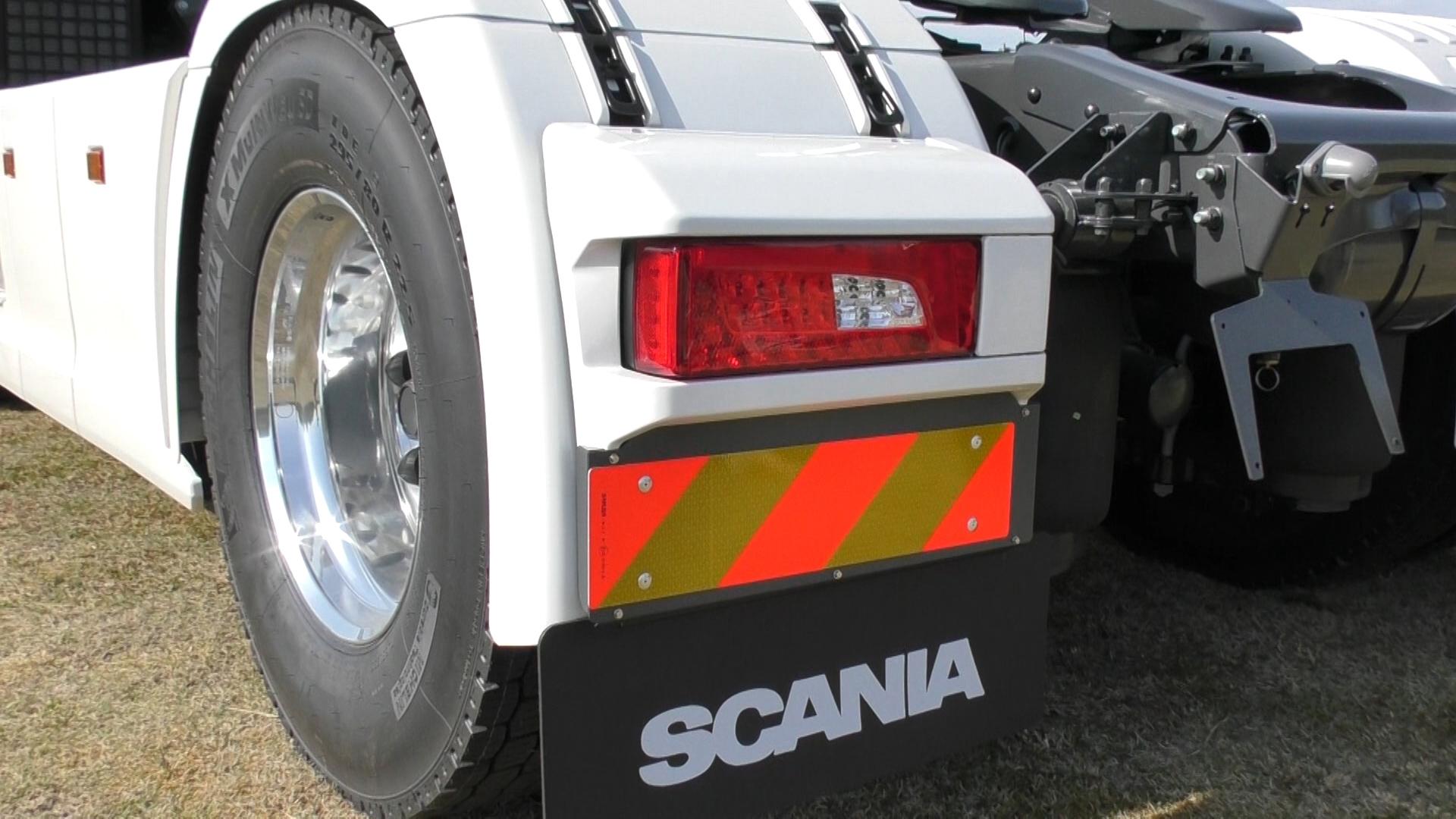 「大型トラックは運転席を丸ごと前倒しできるって知ってました?【新型スカニア・R450】」の3枚目の画像