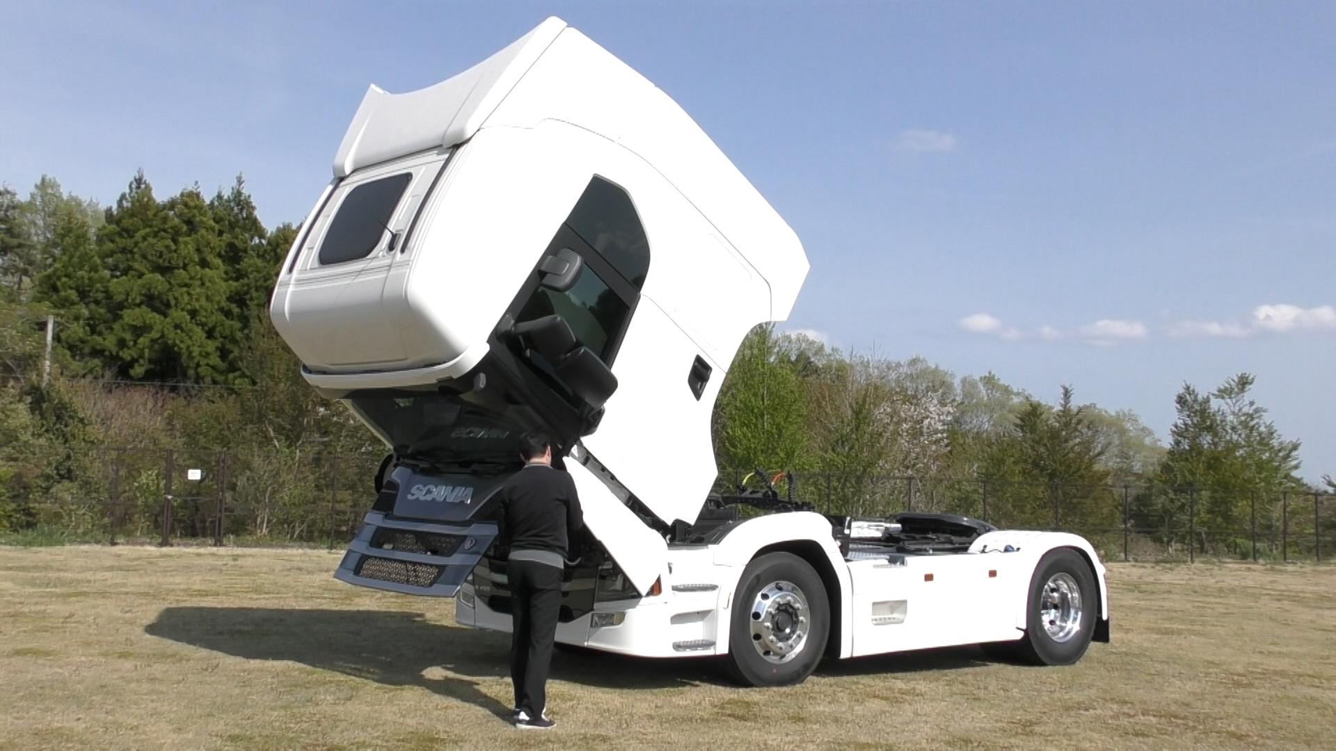 「大型トラックは運転席を丸ごと前倒しできるって知ってました?【新型スカニア・R450】」の10枚目の画像