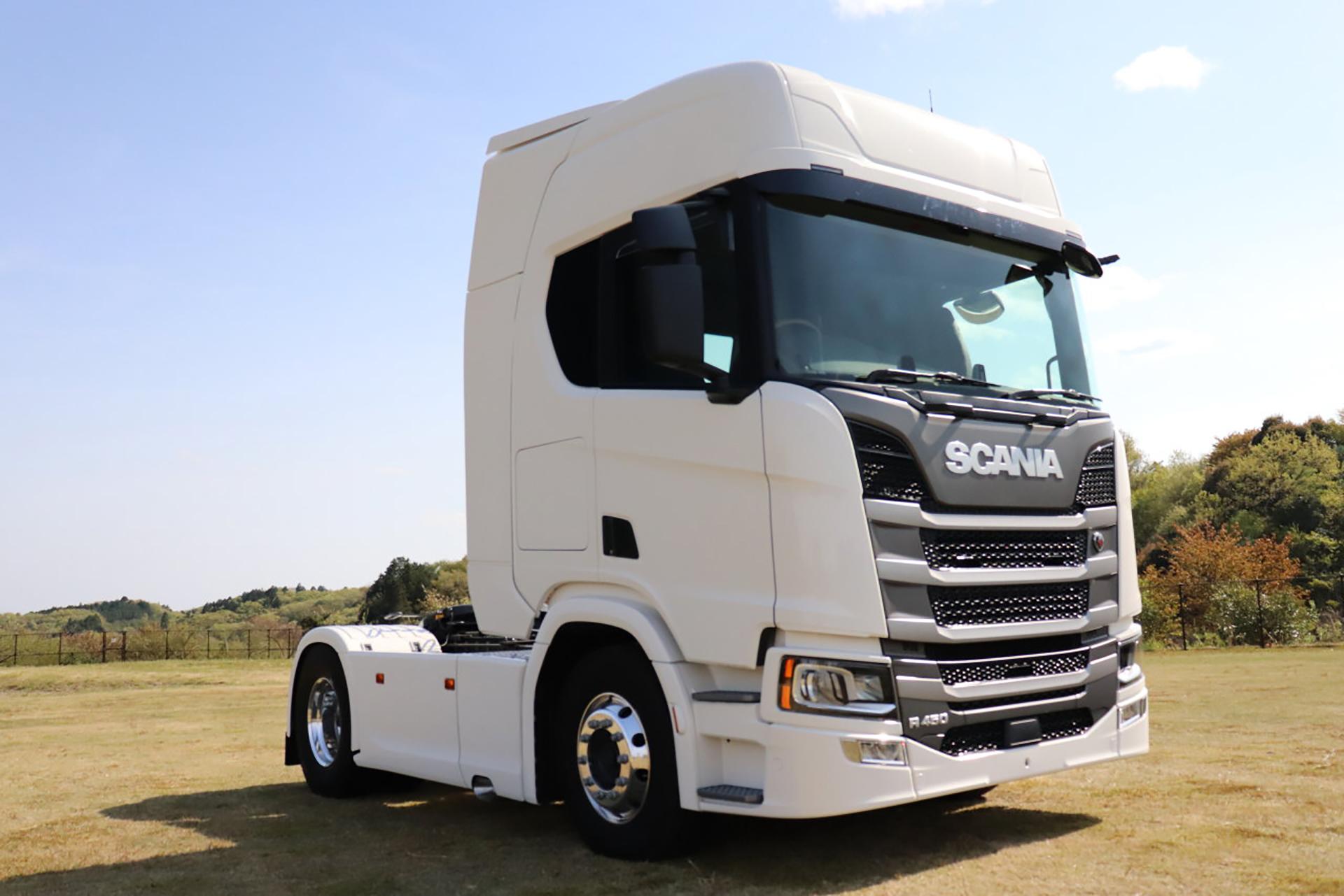 「大型トラックは運転席を丸ごと前倒しできるって知ってました?【新型スカニア・R450】」の1枚目の画像