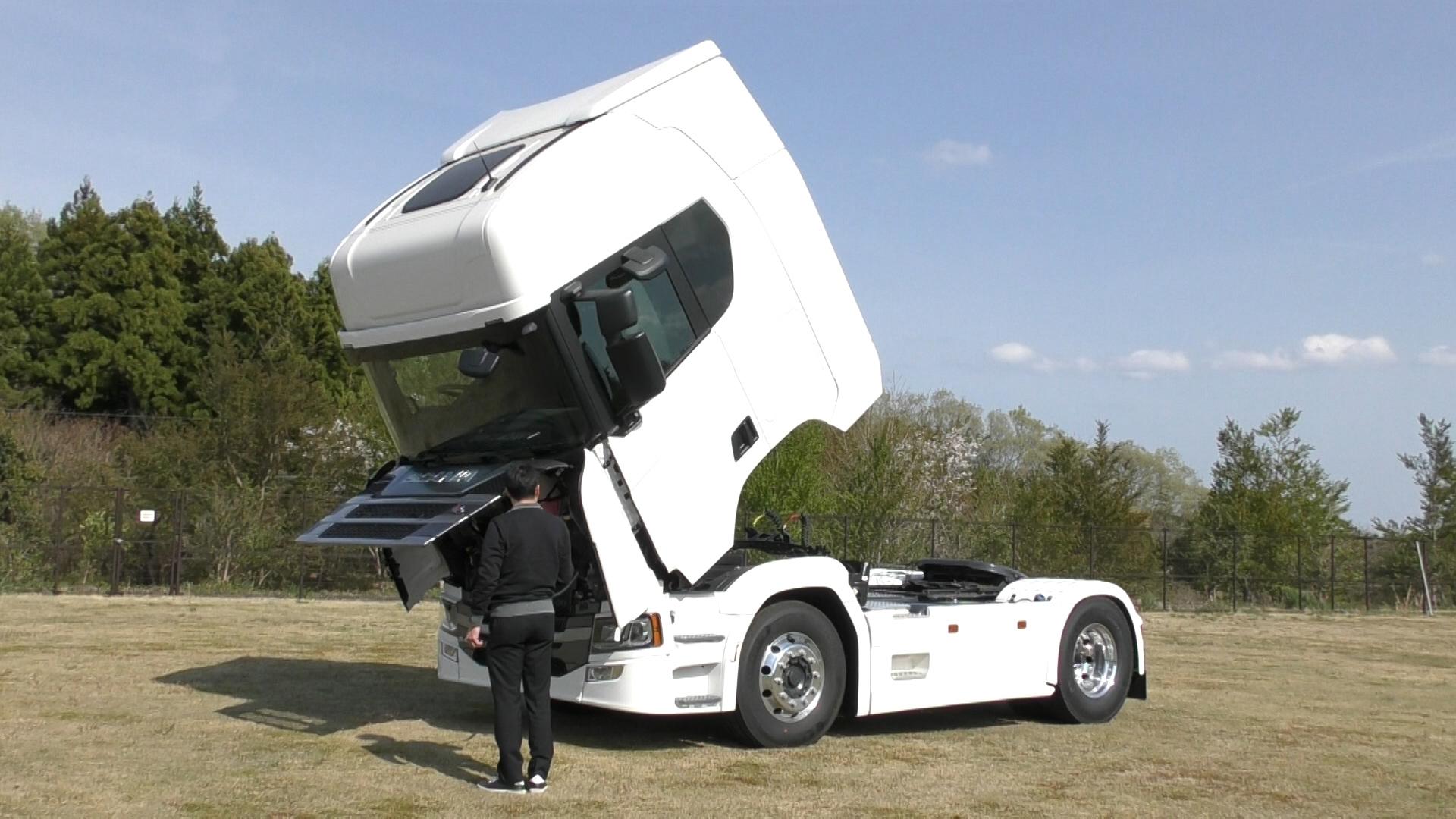 「大型トラックは運転席を丸ごと前倒しできるって知ってました?【新型スカニア・R450】」の9枚目の画像