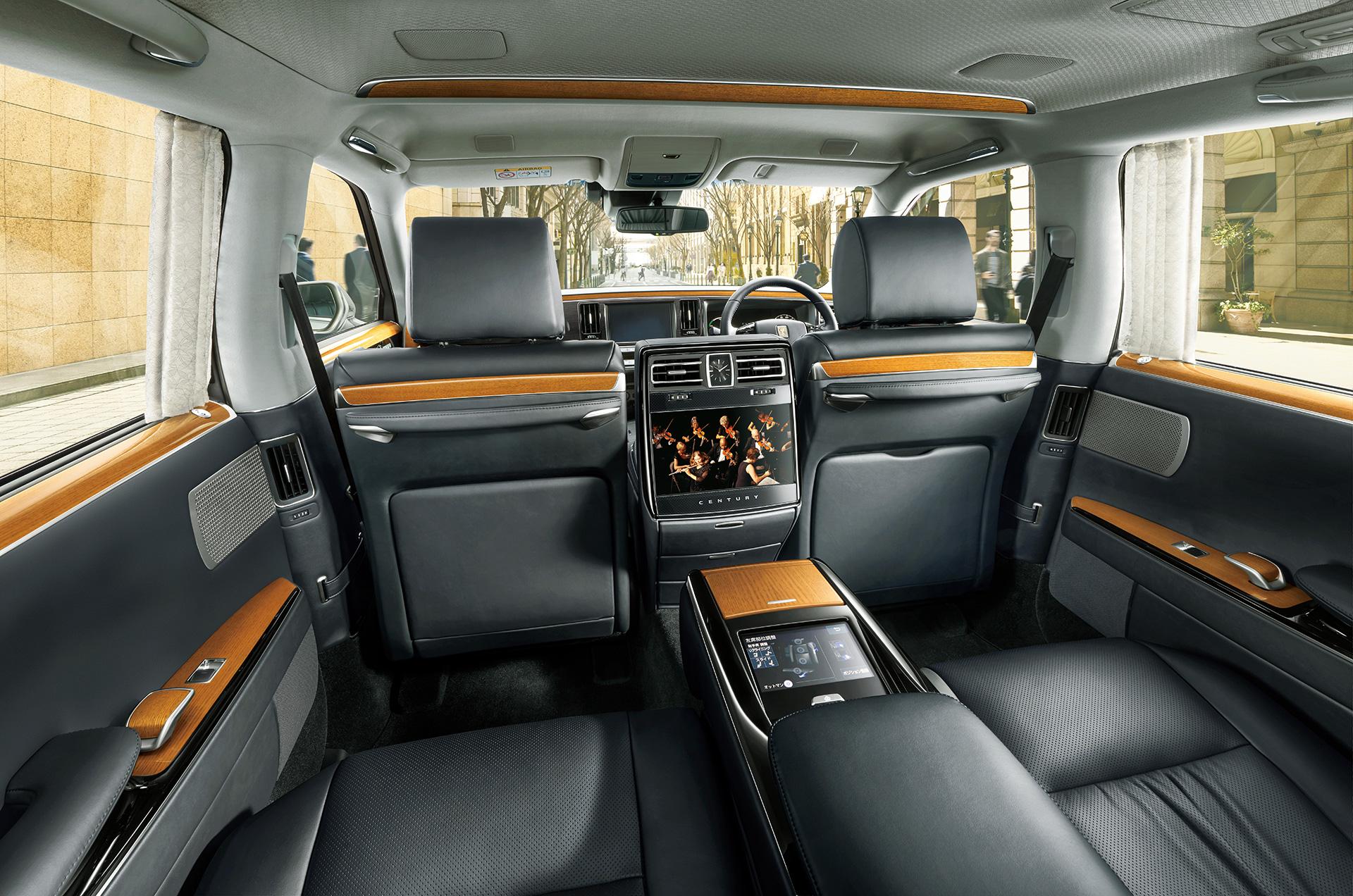 「【新車】新型トヨタ・センチュリーの快適性と「折り上げ天井様式」を採用した天井に注目」の12枚目の画像
