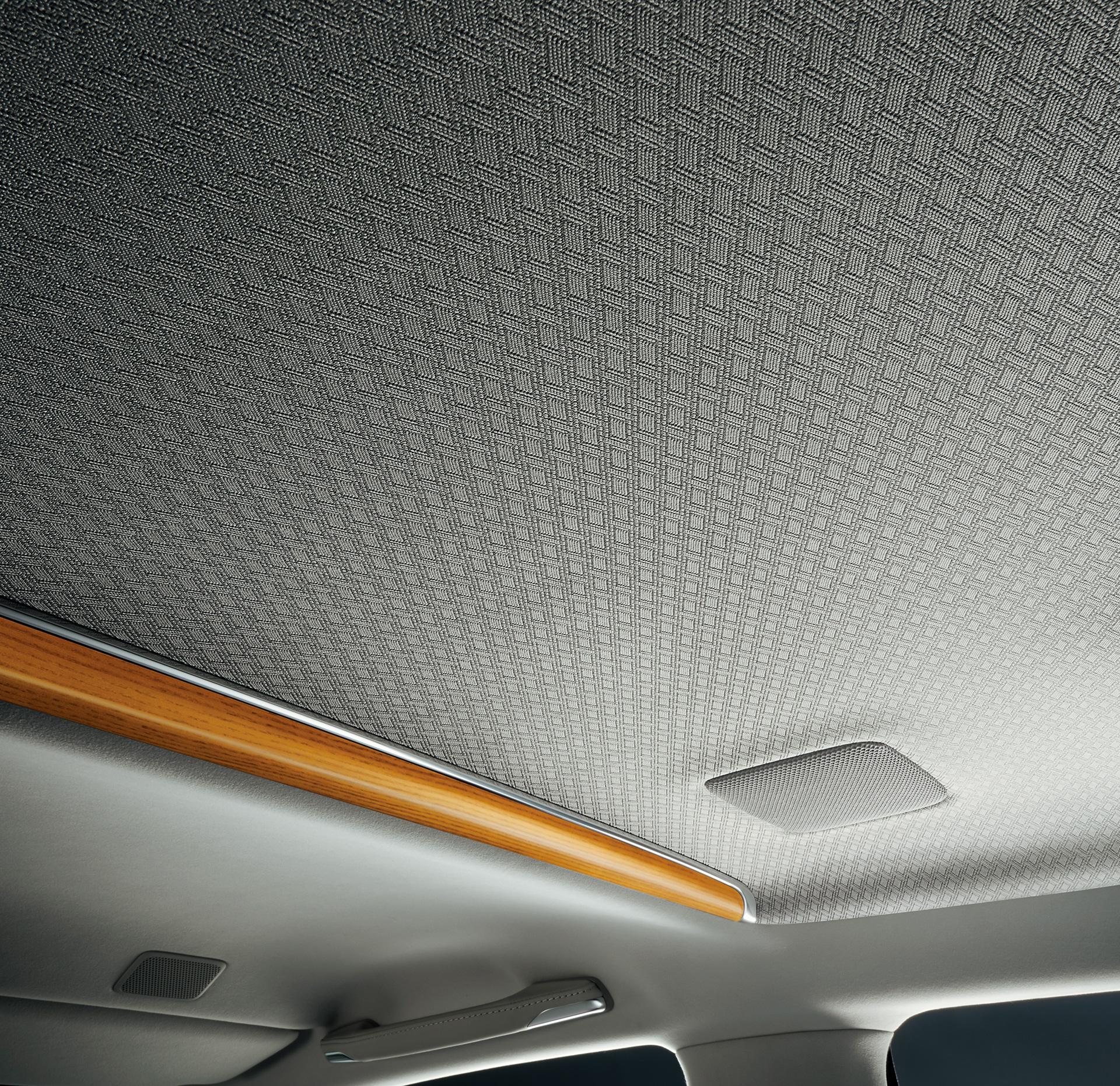 「【新車】新型トヨタ・センチュリーの快適性と「折り上げ天井様式」を採用した天井に注目」の6枚目の画像