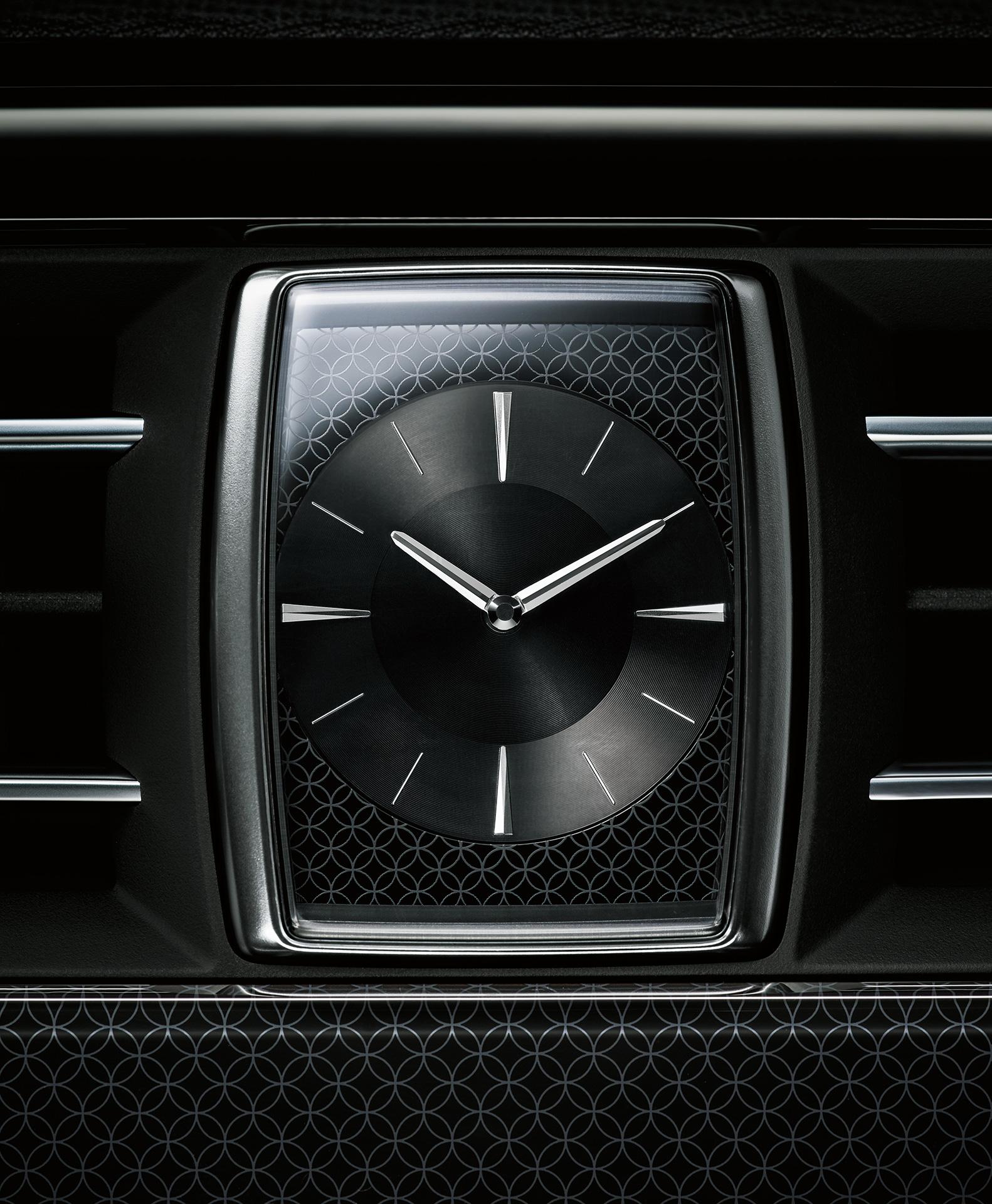 「【新車】新型トヨタ・センチュリーの快適性と「折り上げ天井様式」を採用した天井に注目」の5枚目の画像