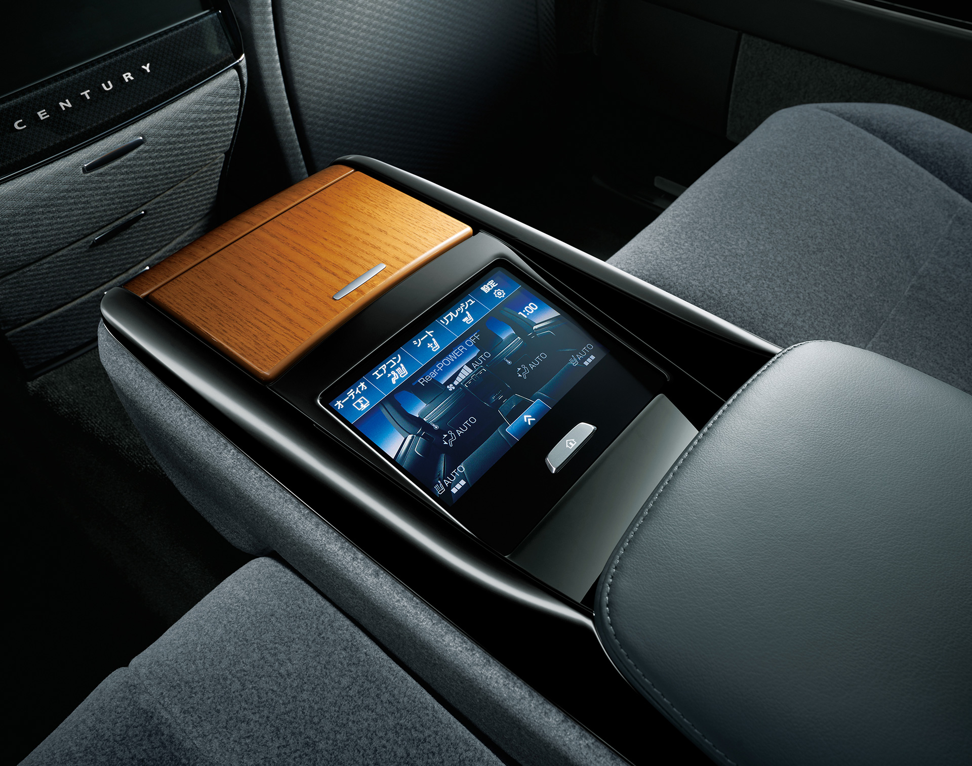 「【新車】新型トヨタ・センチュリーの快適性と「折り上げ天井様式」を採用した天井に注目」の2枚目の画像