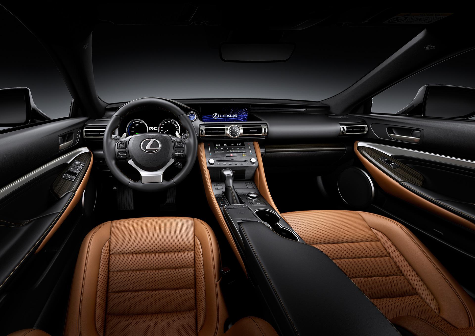 「【新車】レクサスRCがマイナーチェンジ。LC譲りのエレガントな外観と高い走行性能を獲得」の7枚目の画像