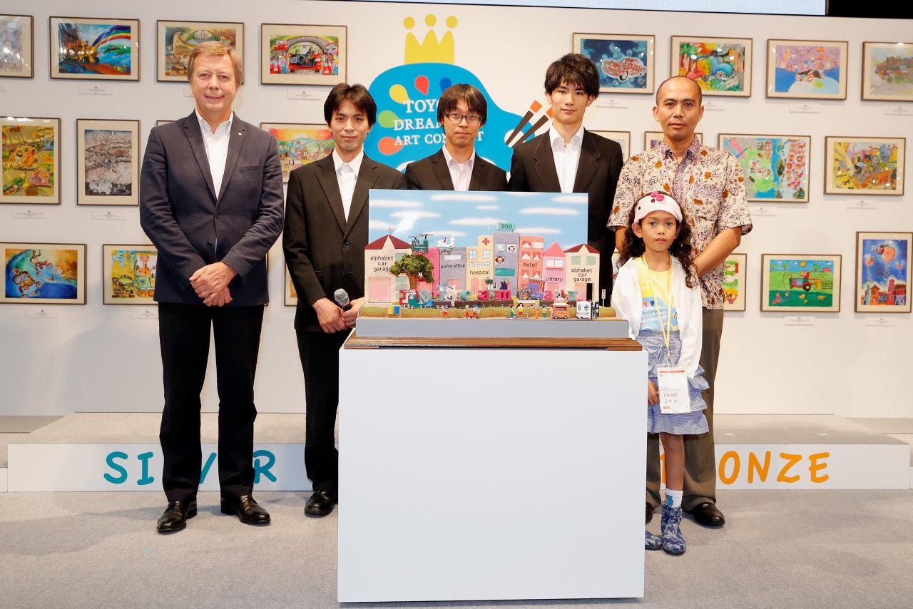 「こどもたちの作品から見えてくる未来は? 第12回トヨタ夢のクルマアートコンテスト」の14枚目の画像