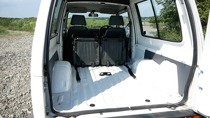 「新車のジムニー・ロング、現る! インド生産の「ジプシー」は2代目ジムニーそのものだった」の1枚目の画像