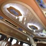 タイのハイエースが天井をデコる理由とは? 単なるデコレーションではなく意味があったことが判明 - DSC_3264