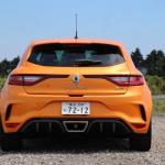 【ルノー メガーヌR.S.試乗】ホットハッチでありながら「GT」的性格を示す走行モードと安全装備 - IMG_3676