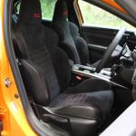 【ルノー メガーヌR.S.試乗】ホットハッチでありながら「GT」的性格を示す走行モードと安全装備 - IMG_3702