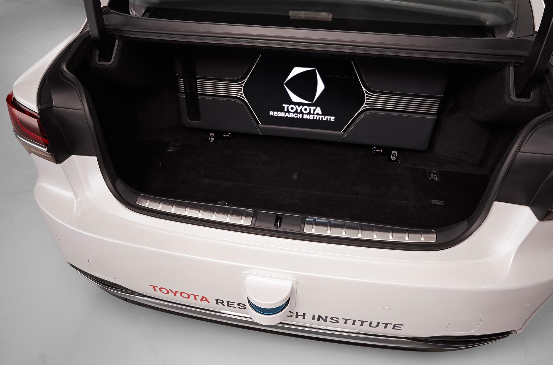「【CES 2019】新型レクサスLSをベースとした自動運転実験車「TRI-P4」を披露」の2枚目の画像