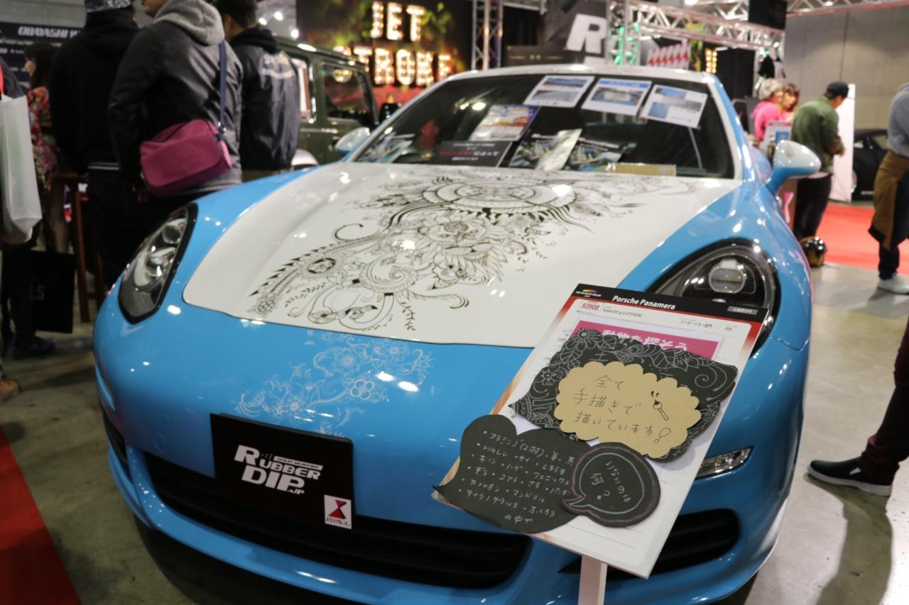 「「はがせるペイント」でクルマのボディにアートペイント。隠されたメッセージに心安らぐ【東京オートサロン2019】」の1枚目の画像