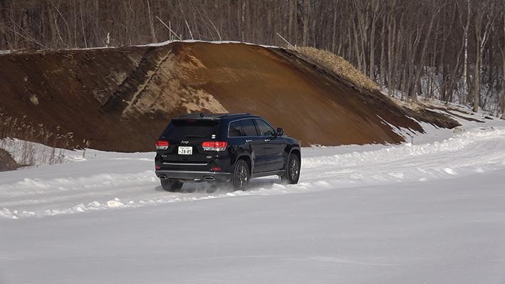 「【グランド チェロキー雪上試乗】ジープの最上級SUVはアメリカンなフィールで安心感もハイクラス」の7枚目の画像