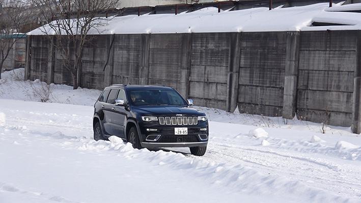 「【グランド チェロキー雪上試乗】ジープの最上級SUVはアメリカンなフィールで安心感もハイクラス」の5枚目の画像