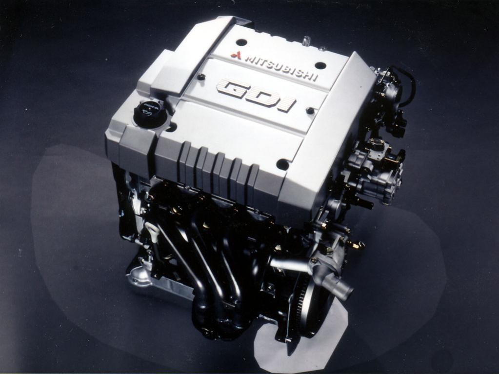 三菱自動車の4G93-GDI。世界初の直噴エンジン——と言いたい。