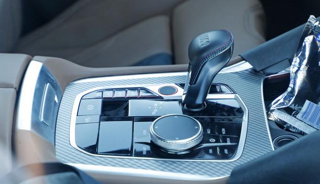「ランボルギーニ・ウルスがライバル! 新型BMW・X6Mの最終デザインを確認」の1枚目の画像