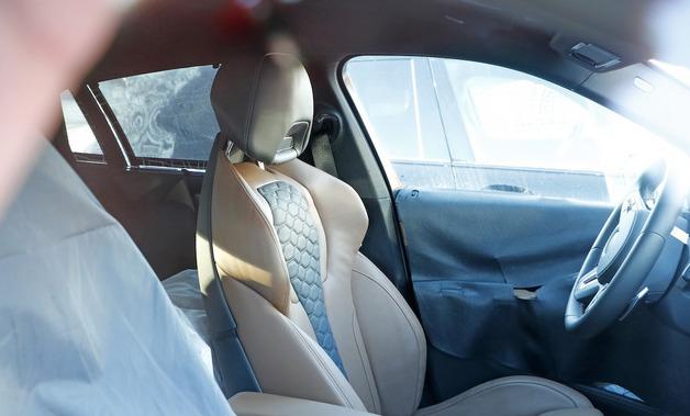 「ランボルギーニ・ウルスがライバル! 新型BMW・X6Mの最終デザインを確認」の2枚目の画像