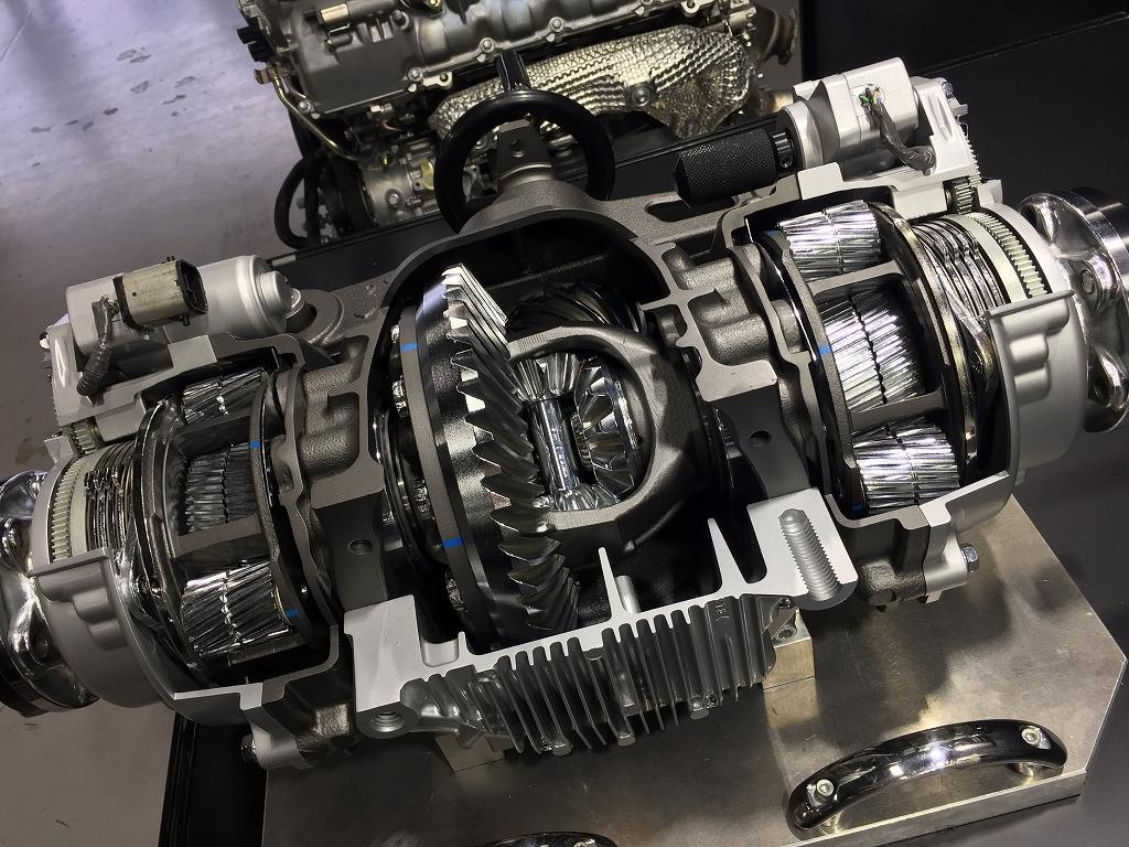 「井出有治がレクサスRCFを全開試乗。上品さのないV8&カーボンブレーキのパフォーマンスは?」の9枚目の画像