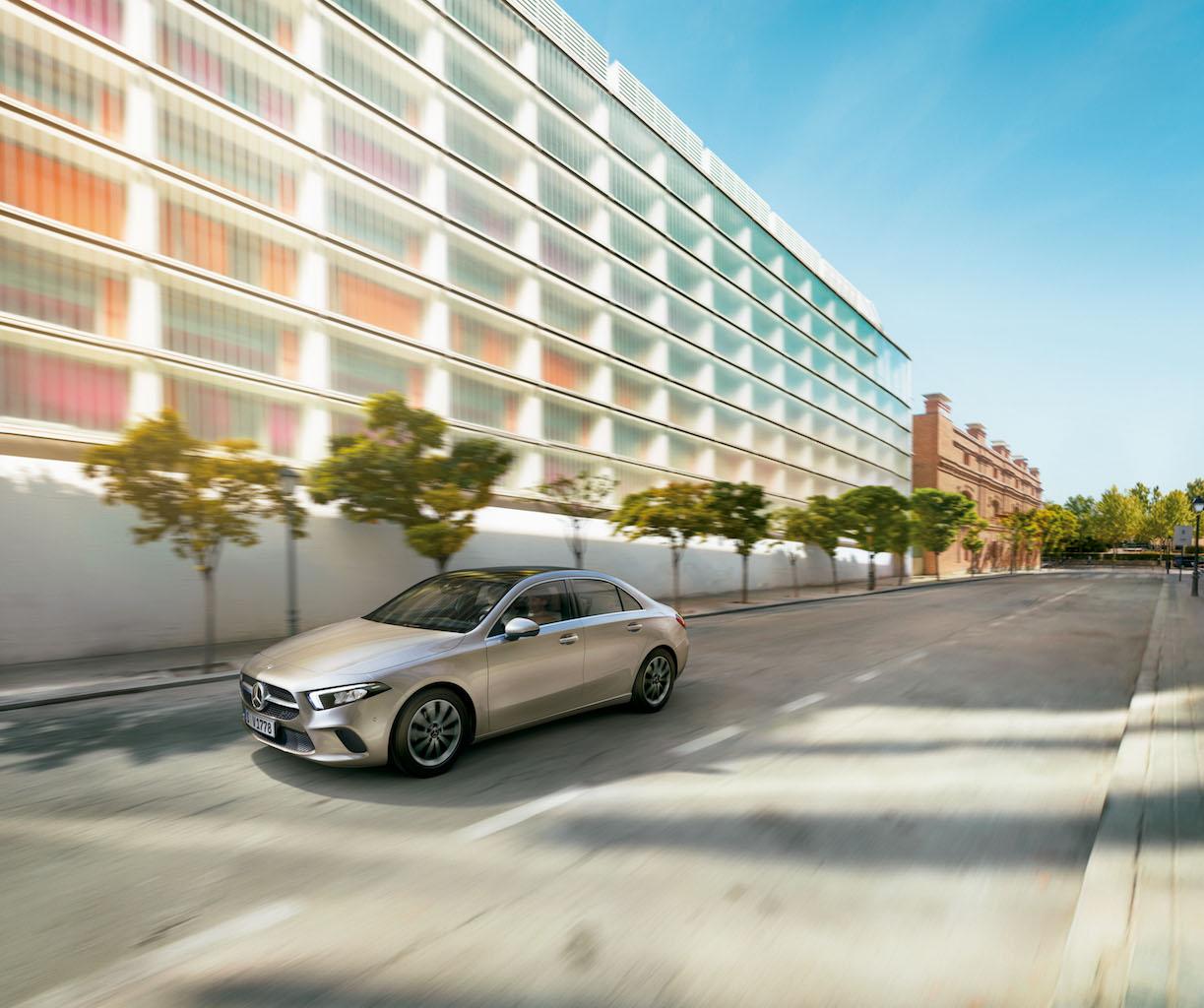 「【新車】メルセデス・ベンツからAクラス セダンが登場。4ドアクーペのような官能的なスタイリングで魅せる」の14枚目の画像