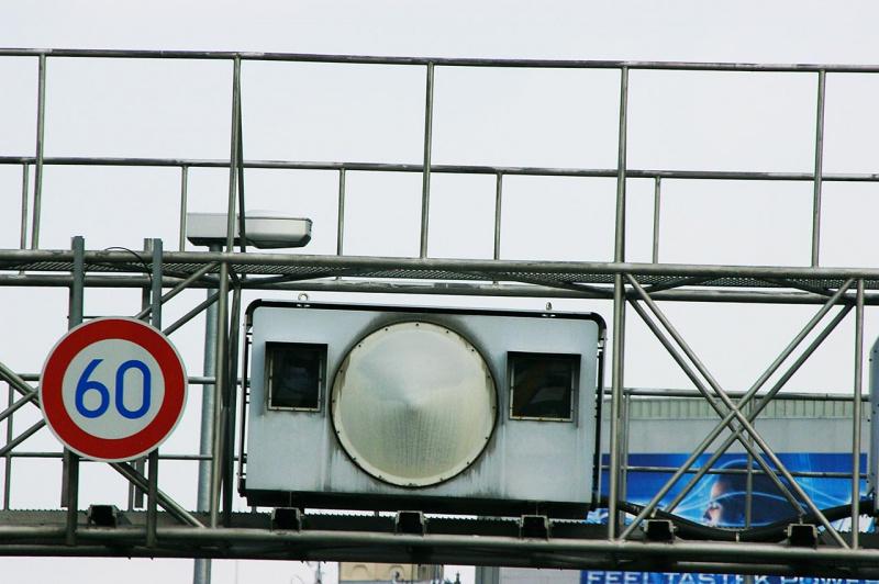 阪神高速の箱型オービス