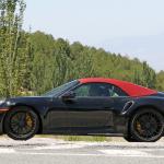 赤いファブリックルーフを装着し開発は大詰め!? 新型・ポルシェ 911ターボ カブリオレのプロトタイプをキャッチ - Porsche 992 turbo cab 6