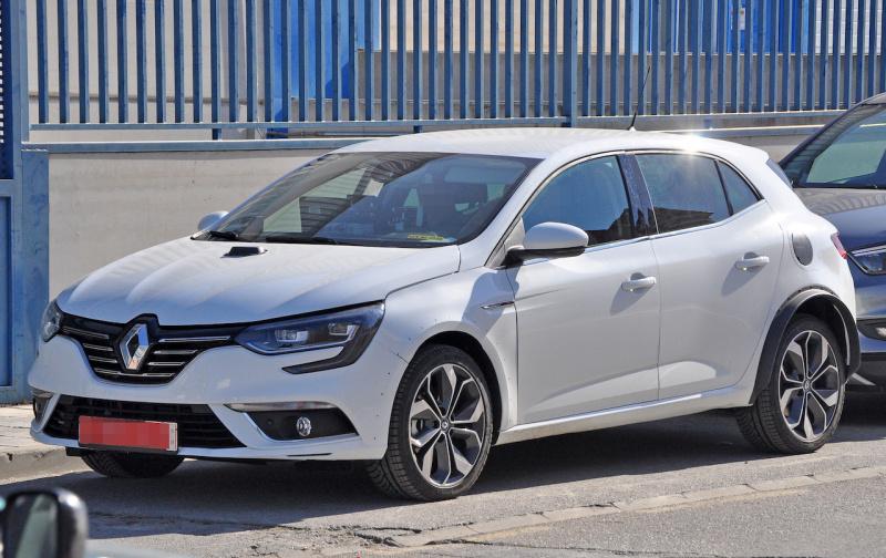 Renault-Megane-Hybrid-mule-2