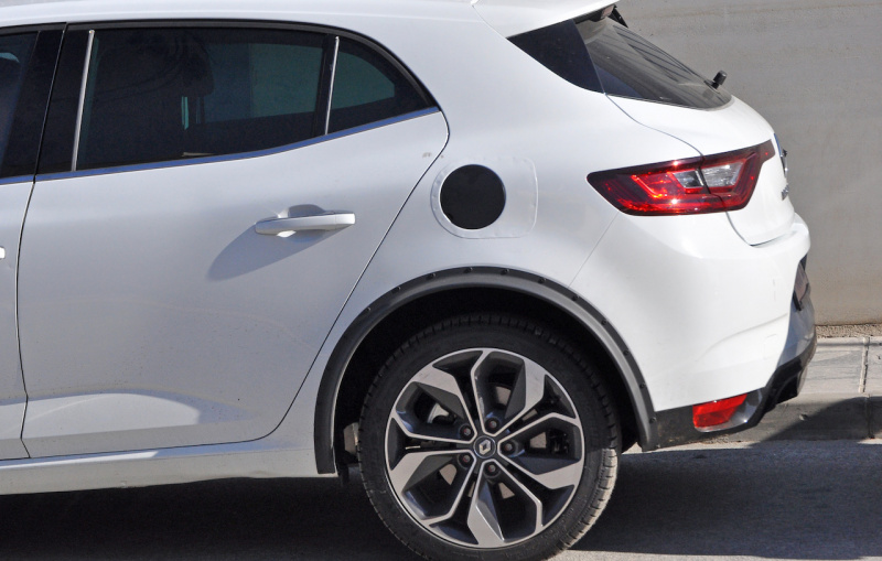 Renault-Megane-Hybrid-mule-3